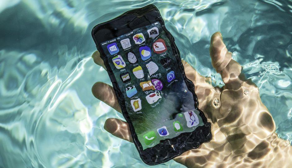Điện thoại rơi bị ngấm nước, phải thay màn hình