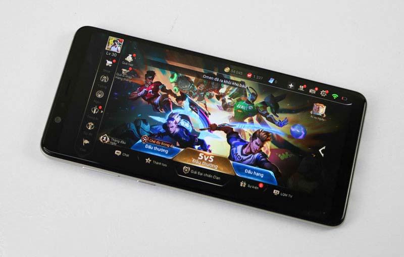 Sử dụng điện thoại chơi game đến khi pin hết sạch cũng khiến chất lượng pin bị giảm.