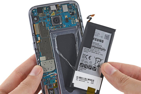 Thay-pin-Samsung-Galaxy-A10-chinh-hang-tai-Nam-Tien-Mobile