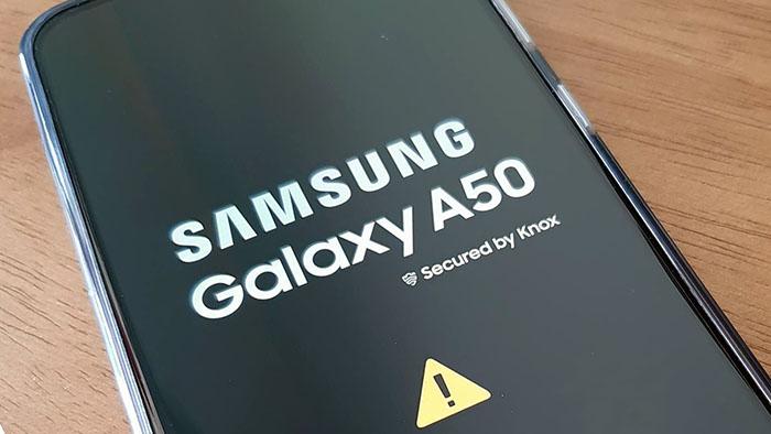 Samsung A50 treo logo